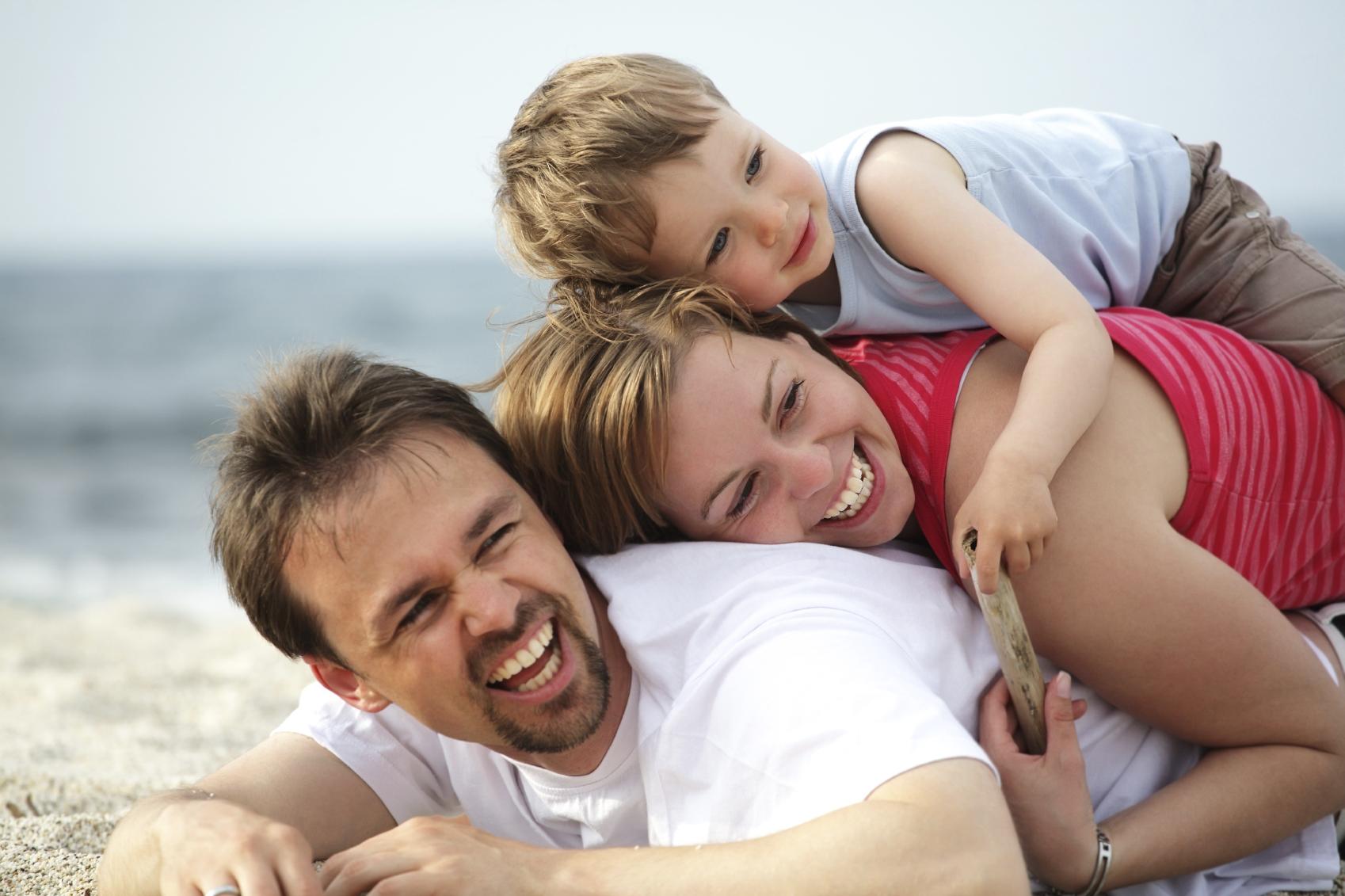 Семейное фото на пляже 18 фотография